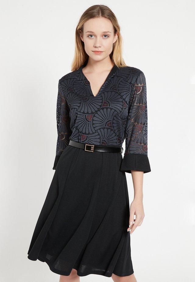 BAFTE - Korte jurk - grau