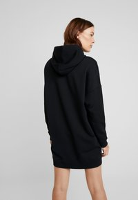Calvin Klein Jeans - MONOGRAM HOODIE DRESS - Neulemekko - black beauty - 3