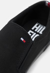Tommy Hilfiger - ICONIC SLIP ON - Trainers - triple black - 5