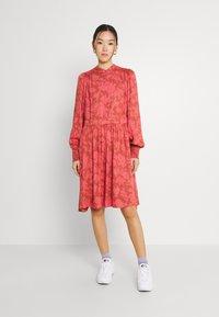 YAS - YASBEA DRESS - Abito a camicia - chutney bea - 0