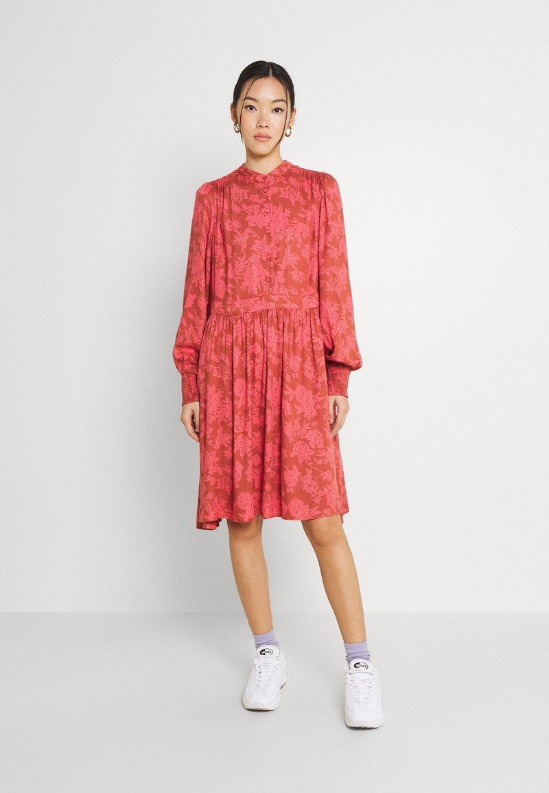 YAS - YASBEA DRESS - Abito a camicia - chutney bea