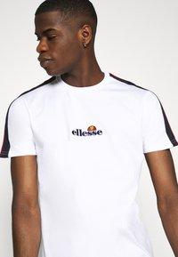 Ellesse - CARCANO - T-shirt med print - white - 3