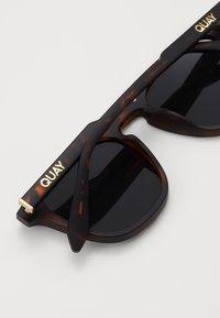 QUAY AUSTRALIA - JACKPOT - Sluneční brýle - dark brown - 2