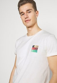 TOM TAILOR DENIM - Print T-shirt - wool white - 3