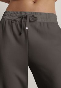 Massimo Dutti - Pantalon de survêtement - brown - 2