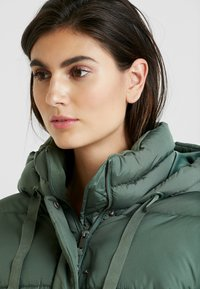 GAP - V-MIDWEIGHT NOVELTY PUFFER - Winter jacket - cool olive - 3