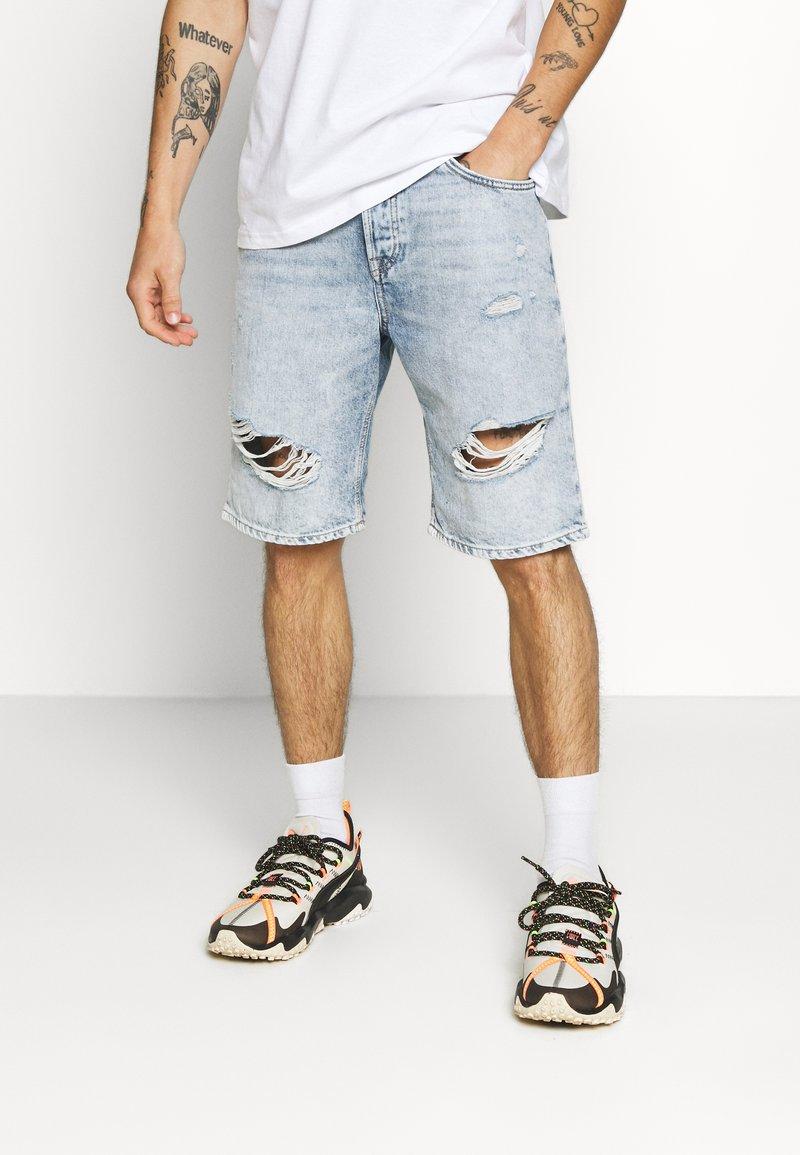 Only & Sons - ONSAVILIFELOOSE  - Shorts - blue denim