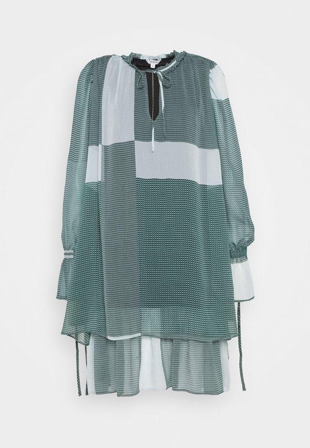 MELINNA - Robe d'été - laurette mallard green