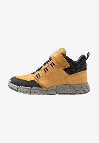 Geox - FLEXYPER BOY ABX - Sneakersy wysokie - dark yellow/royal - 1