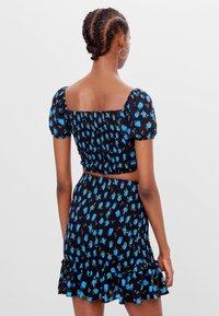 Bershka - MIT PRINT - A-line skirt - black - 2