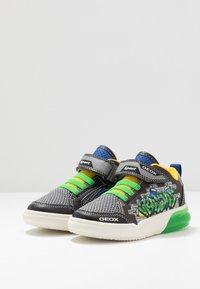 Geox - GRAYJAY BOY - Sneakersy wysokie - black/green - 2