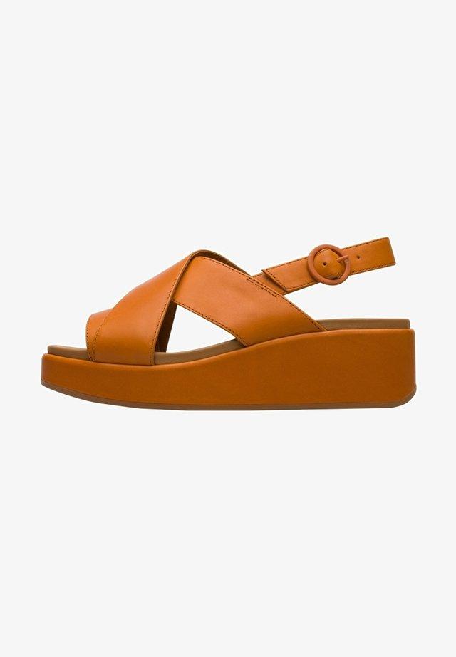 Korkeakorkoiset sandaalit - orange