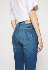Calvin Klein Jeans - HIGH RISE SUPER SKINNY ANKLE - Jeans Skinny Fit - bright blue - 5