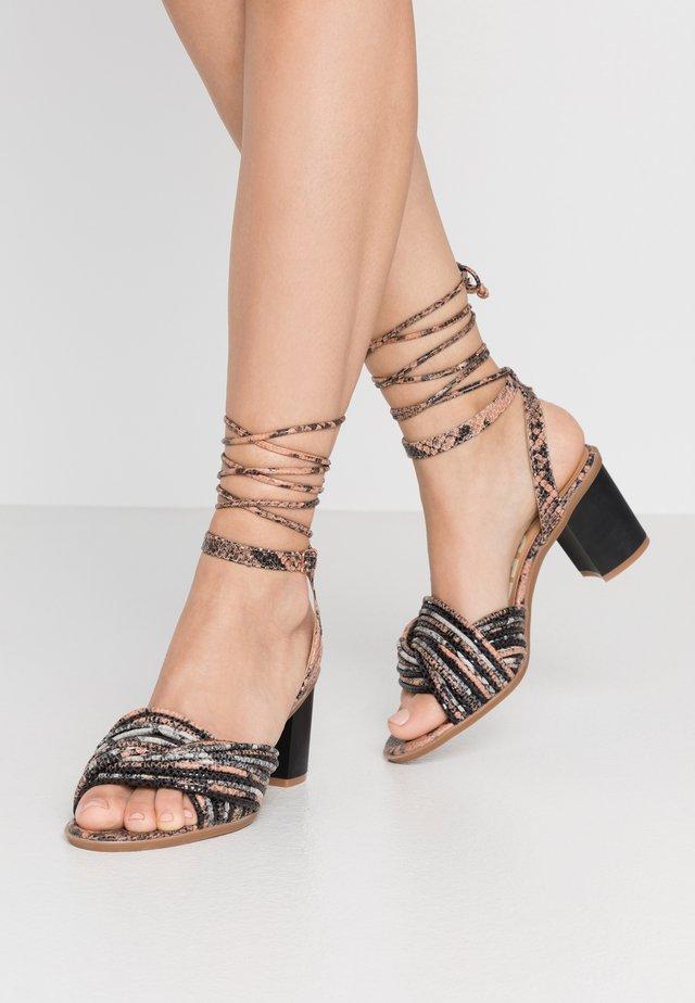 GENEVA - Sandaalit nilkkaremmillä - rosa