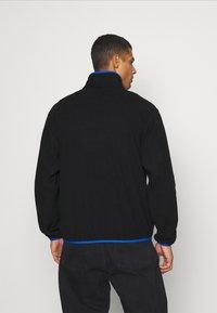 adidas Originals - ADIDAS ADVENTURE POLAR FLEECE HALF-ZIP SWEATSHIRT - Forro polar - black - 2