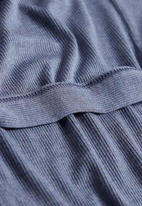 Intimissimi - GERIPPTER MORGENMANTEL AUS MODALMIX - Dressing gown - soft avio mel - 3