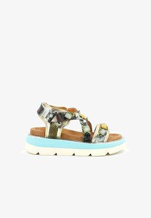 Sandalias con plataforma - green