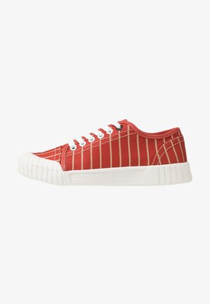 HURLER - Trainers - red/brown