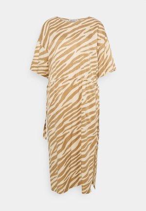 TAMASHA - Korte jurk - braun