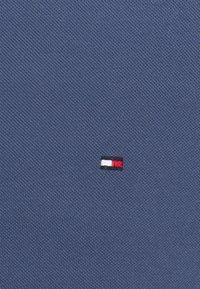 Tommy Hilfiger - TIPPED SLIM - Polo shirt - faded indigo - 2