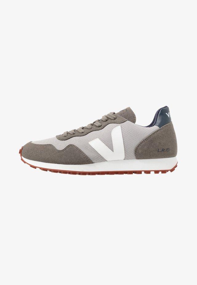 Trainers - silver/white/nautico