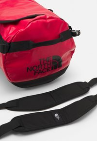 The North Face - BASE CAMP DUFFEL S UNISEX - Sports bag - red - 5