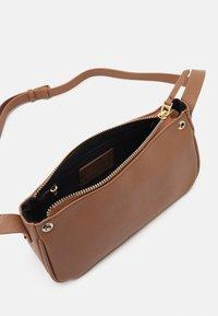 PARFOIS - CROSSBODY BAG SNATCH SET - Across body bag - camel - 2