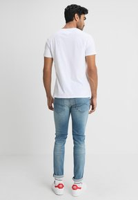 Tommy Jeans - ORIGINAL REGULAR FIT - T-paita - classic white - 2