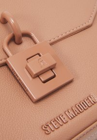 Steve Madden - BELAINEL SHOULDERBAG - Handbag - nude - 5