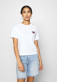 Tommy Jeans - BADGE TEE - T-shirt basique - white - 0