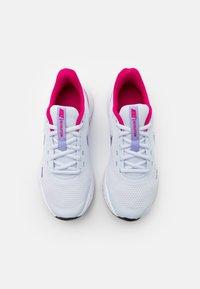 Nike Performance - REVOLUTION 5 UNISEX - Neutrální běžecké boty - football grey/purple pulse/fireberry/white - 3