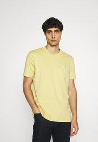 Ben Sherman - SIGNATURE POCKET TEE - Basic T-shirt - pale yellow - 0