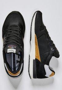Pepe Jeans - TINKER PRO RACER 0.4 - Šněrovací boty - Nero - 1