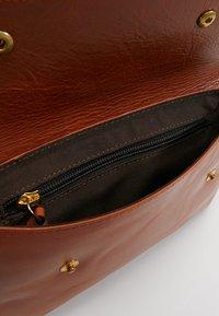 Royal RepubliQ - DARTH BUM BAG - Bum bag - cognac - 4