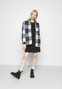 Monki - ALVINA SHOULDER DRESS - Jednoduché triko - black - 1