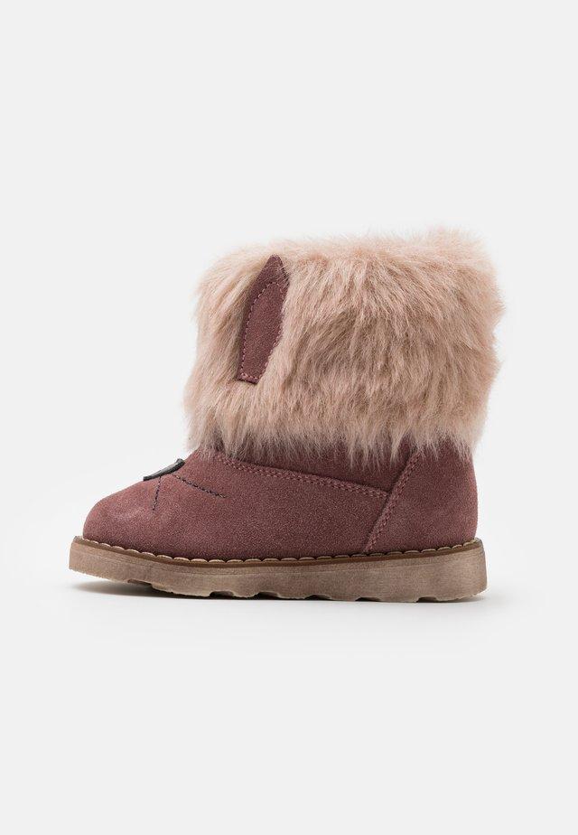 BROS MEDIUM FIT - Kotníkové boty - pink