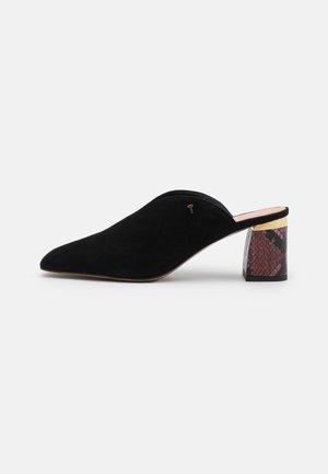 KAMIYS - Iešļūcenes ar papēdi - black