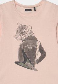 IKKS - TEE - Print T-shirt - rose pale - 2