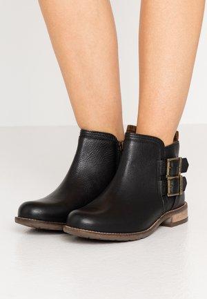 SARAH LOW BUCKLE  - Kotníková obuv - black