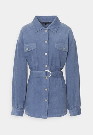 BELTED BUTTON UP JACKET  - Krátký kabát - blue