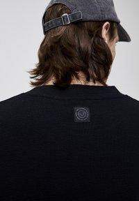 PULL&BEAR - Basic T-shirt - black - 5