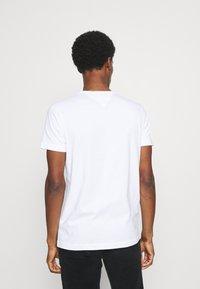 Tommy Hilfiger - MINI STRIPE - T-shirt con stampa - white - 2