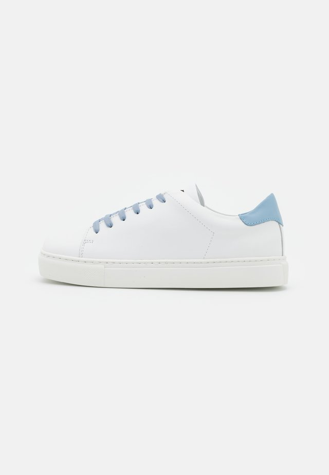 EXCLUSIVE SQUARED SHOES  - Trainers - white/artik touch