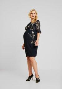 Hope & Ivy Maternity - EMBELISHED MINI DRESS WITH FLUTED SLEEVE - Koktejlové šaty/ šaty na párty - dark blue - 0