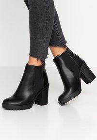 ONLY SHOES - ONLBOO LOOP - Ankelboots med høye hæler - black - 0