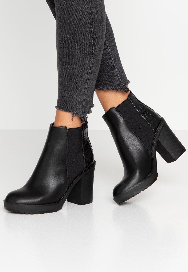 ONLY SHOES - ONLBOO LOOP - Ankelboots med høye hæler - black