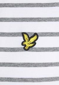 Lyle & Scott - BRETON STRIPE - T-shirt med print - mid grey marl/white - 6