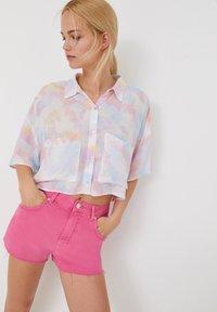 PULL&BEAR - MIT TIE-DYE - Button-down blouse - white - 3