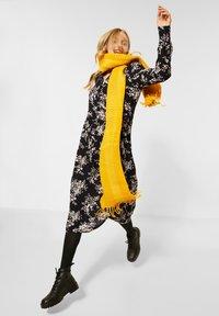 Street One - MIT BLUMEN - Day dress - schwarz - 0