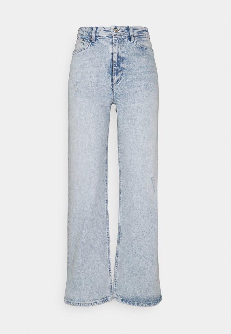 PIECES Tall - PCSUI  - Flared jeans - light blue denim